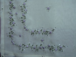 BST 03 - Cream with White and Soft Purple flower
